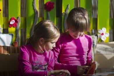 A kötelezőkön túl - mit olvasson a gyerek nyáron?