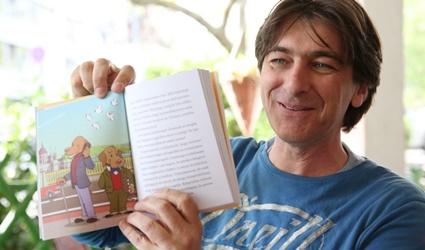 Az üveglapot simogató gyerekeknek is lehet könyvet írni - interjú Nyulász Péterrel